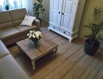 Fußboden, Laminat und Farbe